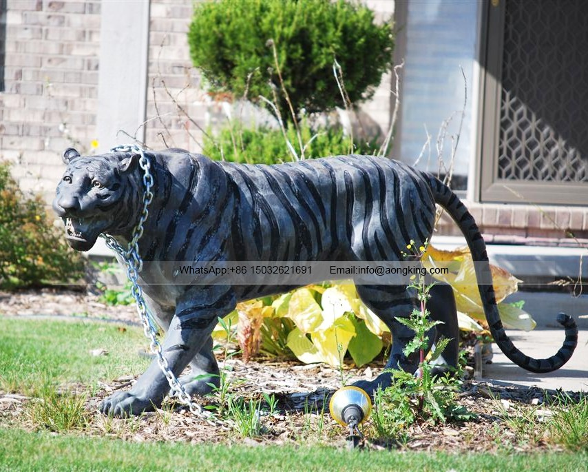 Outdoor running statue tiger