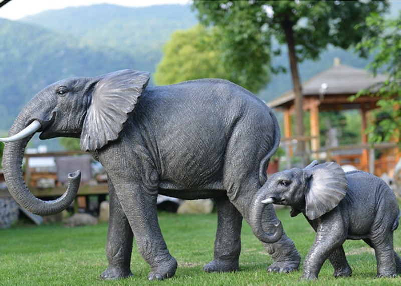 Sculptures of african bush elephant