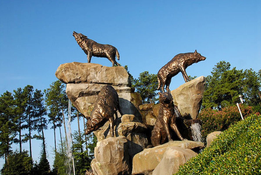 Statues of wolf hybrid wolf pack