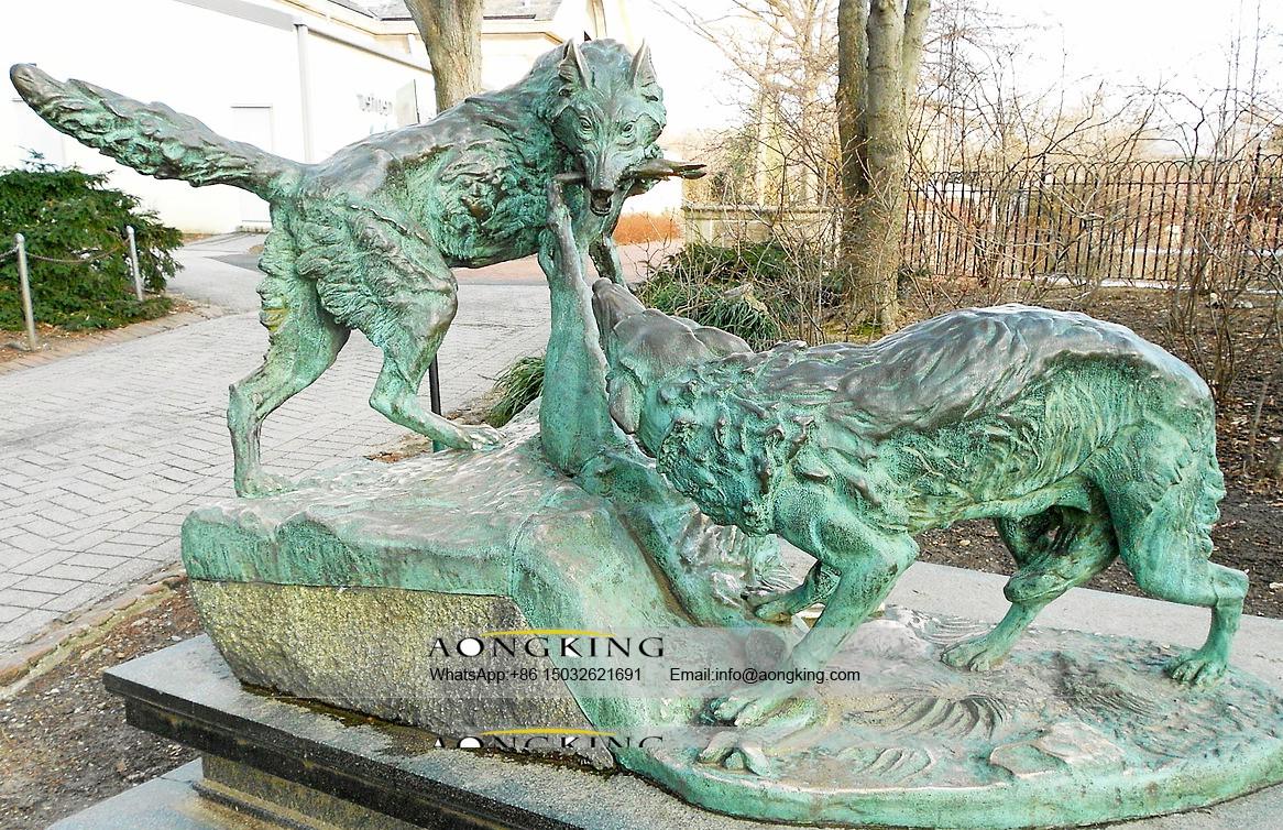 Wolf life size bronze statue