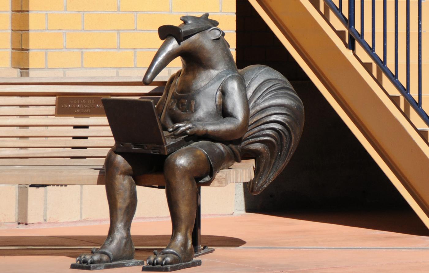 Modern Fashion Outdoor Playing Computer Bronze Anteater Sculpture