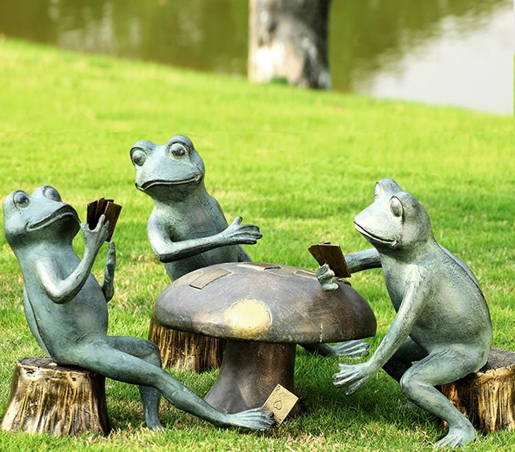 frog lawn decor