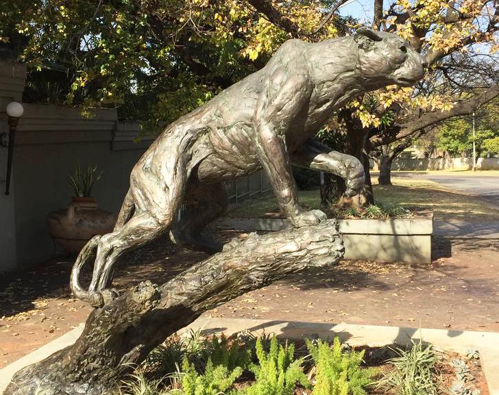 life size cheetah statue
