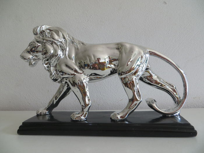 Customized Life Size stainless steel lion With Base Sculpture