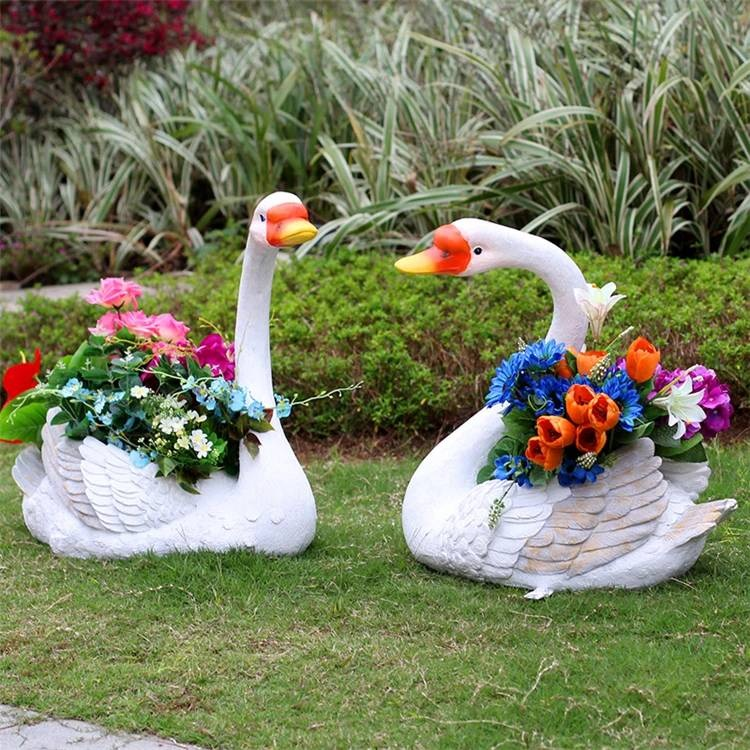 Garden Animal Ornament Flower Swans Resin Sculpture