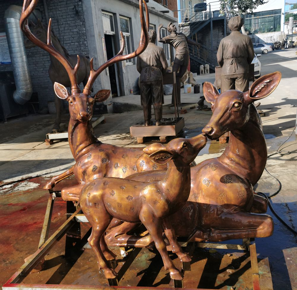 Sweet Family Life Size Sitting on the Ground Bronze Deer Statues for Yard