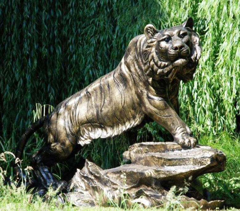 forest green art, life size tiger statue