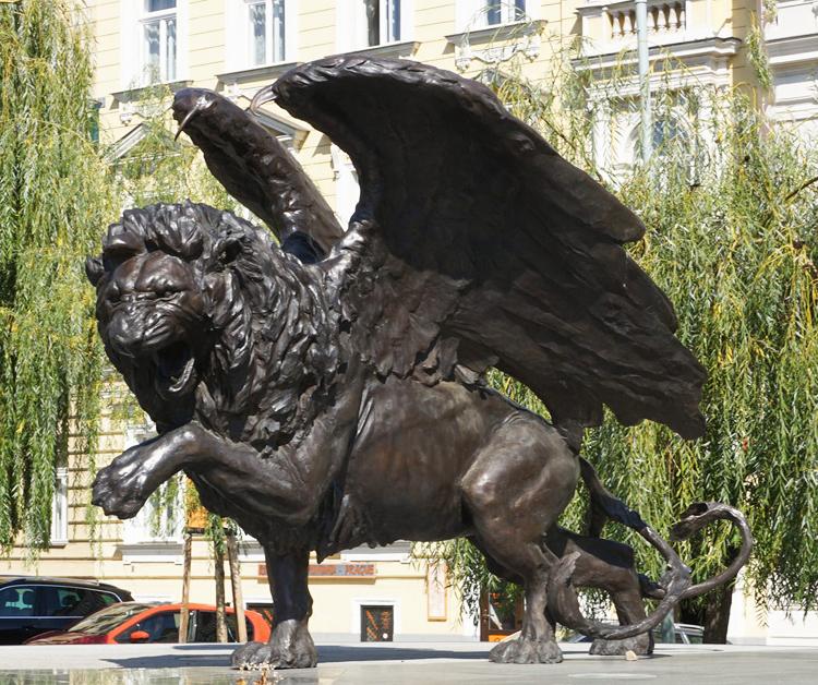 Park Public Bronze Winged lion statue For Sale