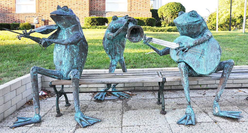 Bronze Large Life Size Music Statue of Frog Lawn Ornament