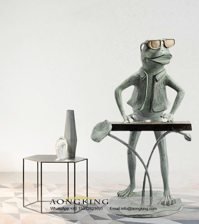 Modern Decoration Bronze Statue of Playing and Singing Frog
