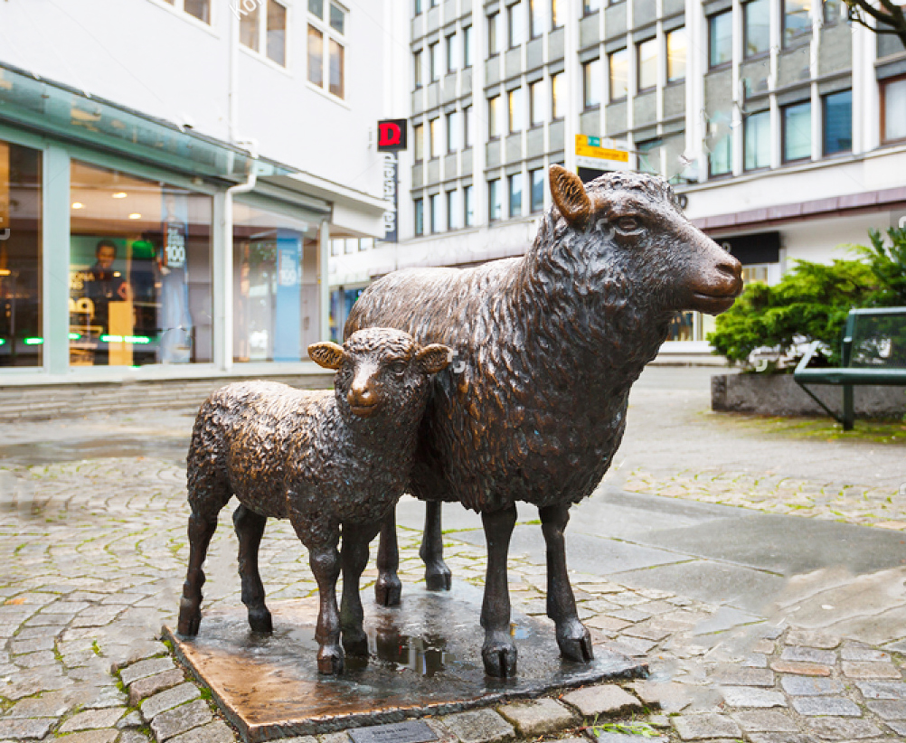 Popular Lovely sheep and lamb Bronze sculpture for street
