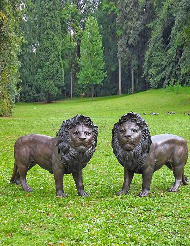 Fine Cast Bronze Sculpture Pair of Lions Statue Garden