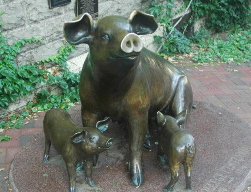 Sweet Bronze Life-Size Outdoor Lovely Garden Pig Sculpture