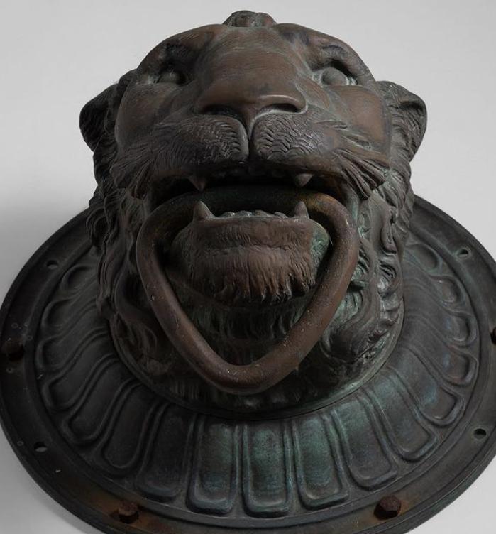 lion face sculpture