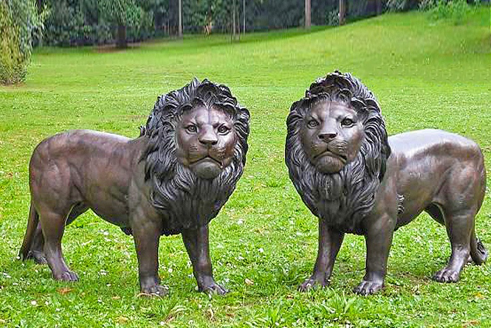 Fine Cast Bronze Sculpture Pair of Lions Statue Garden