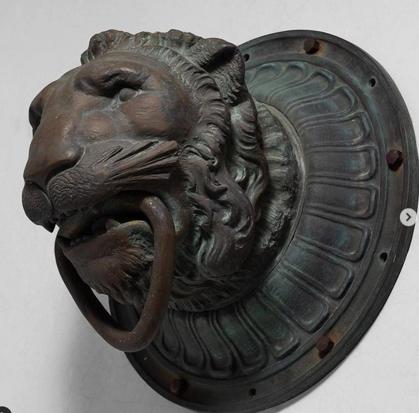 life size lion face sculpture