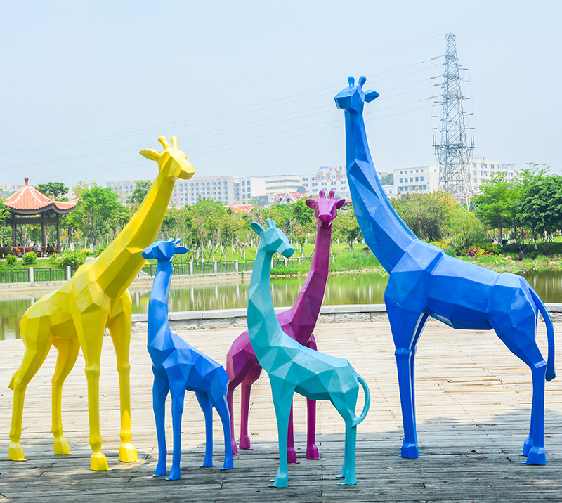 Art shop customized geometry colorful glass giraffe sculpture for outdoor