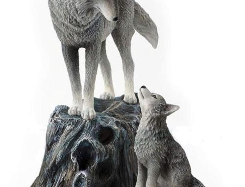 Hot selling customized artificial crafts fiberglass wolf sculpture