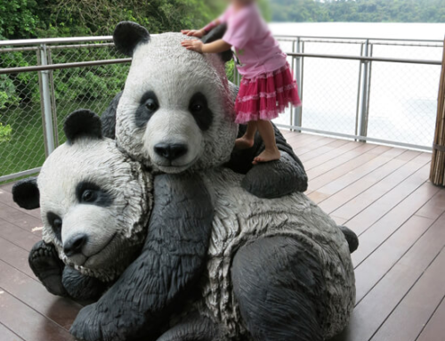 Art shop customized contemporary fiberglass panda sculpture
