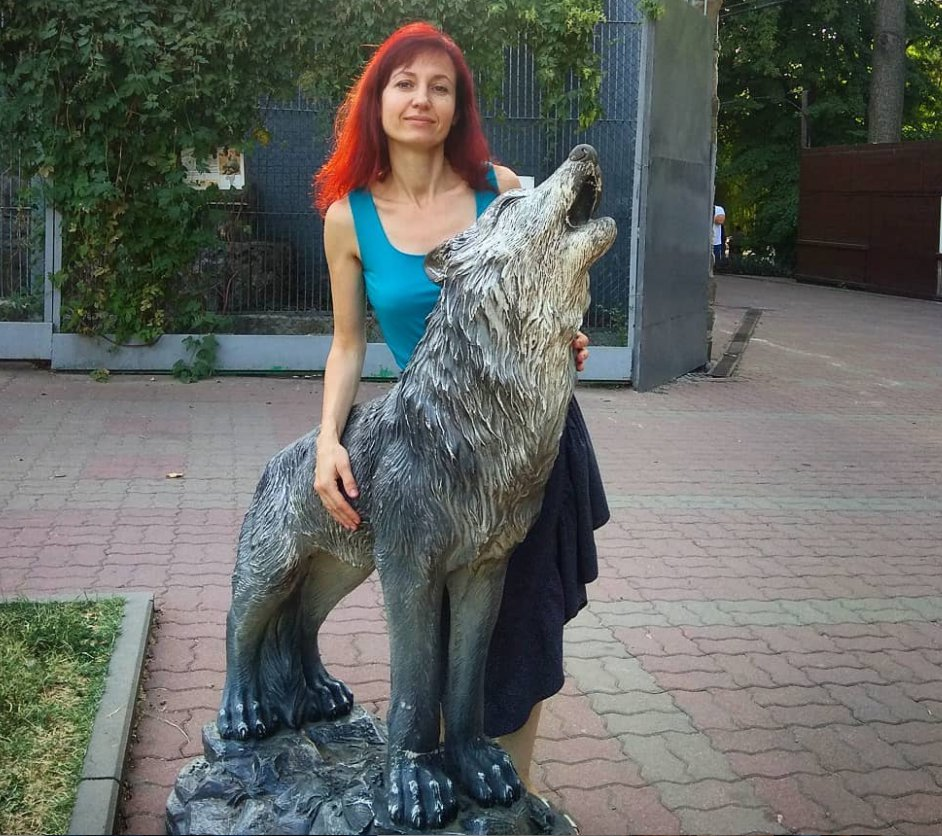 wolf statue outdoor