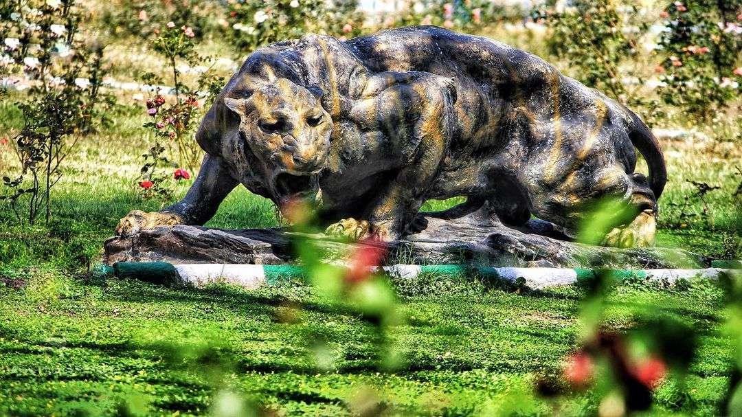 large tiger garden ornament