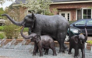 mother and baby elephant statue