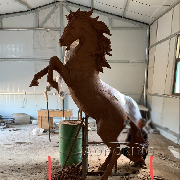the clay model of life-sized horse statue