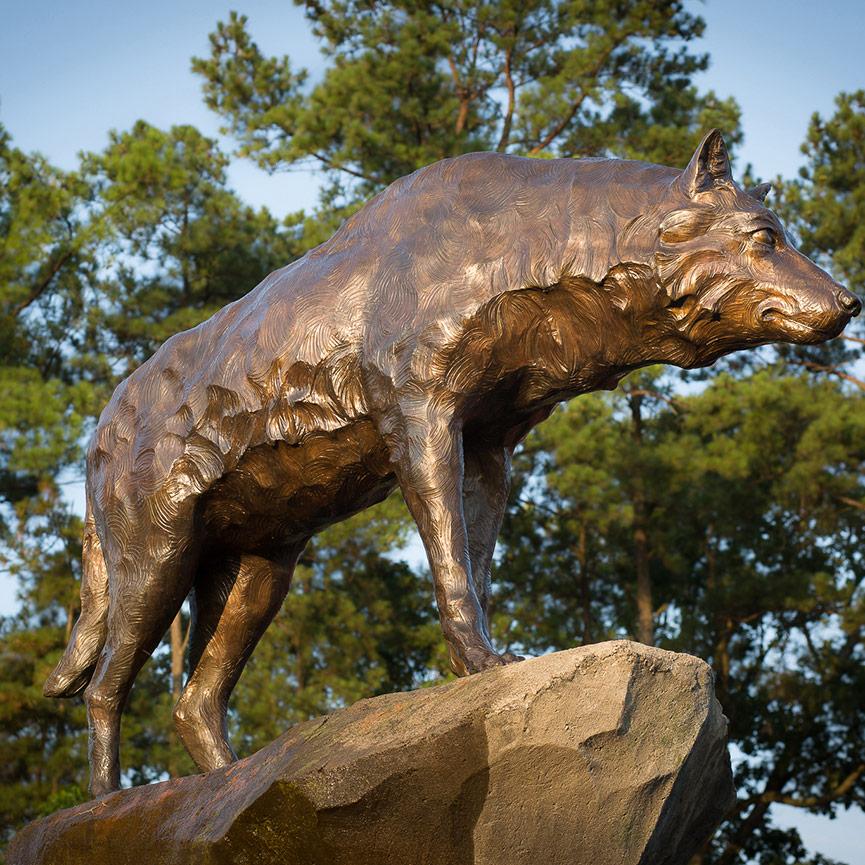 wolf garden statue